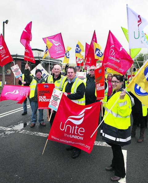 Les Sibley, centre, with Unite and PCS union members picketing E Site at the Bicester MoD depot