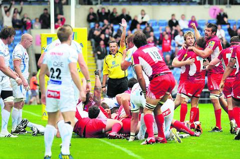 Referee David Pearson awards London Welsh a last-minute try, which saw them break their Premiership duck