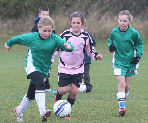 Kidlington's Madeleine Bishop attacks during their  Under 10 Division clash with Wantage