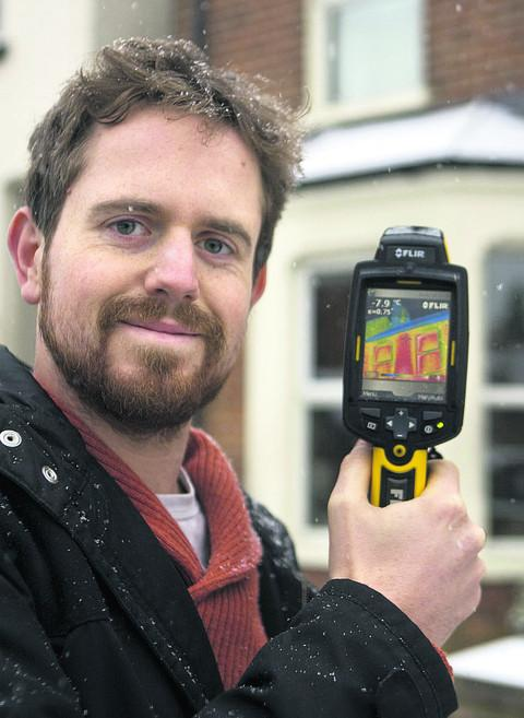 Peter Lefort from Oxfordshire Community Action Groups using a thermal imaging camera. Picture: OX56854 Antony Moore