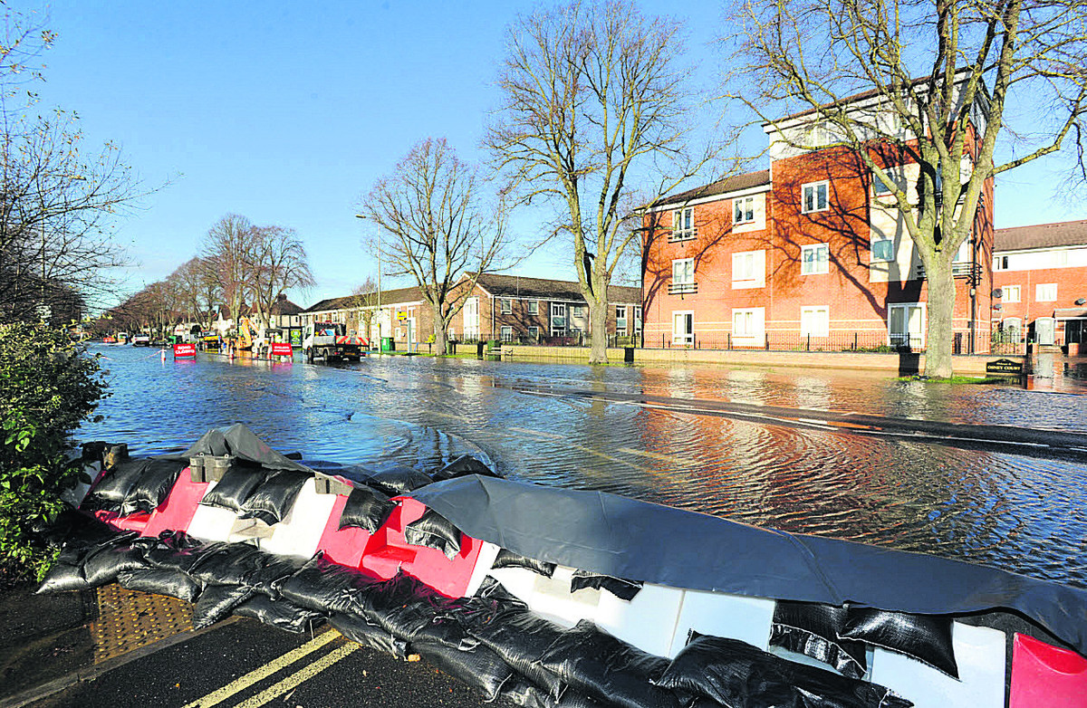 Floods on Botley Road earlier