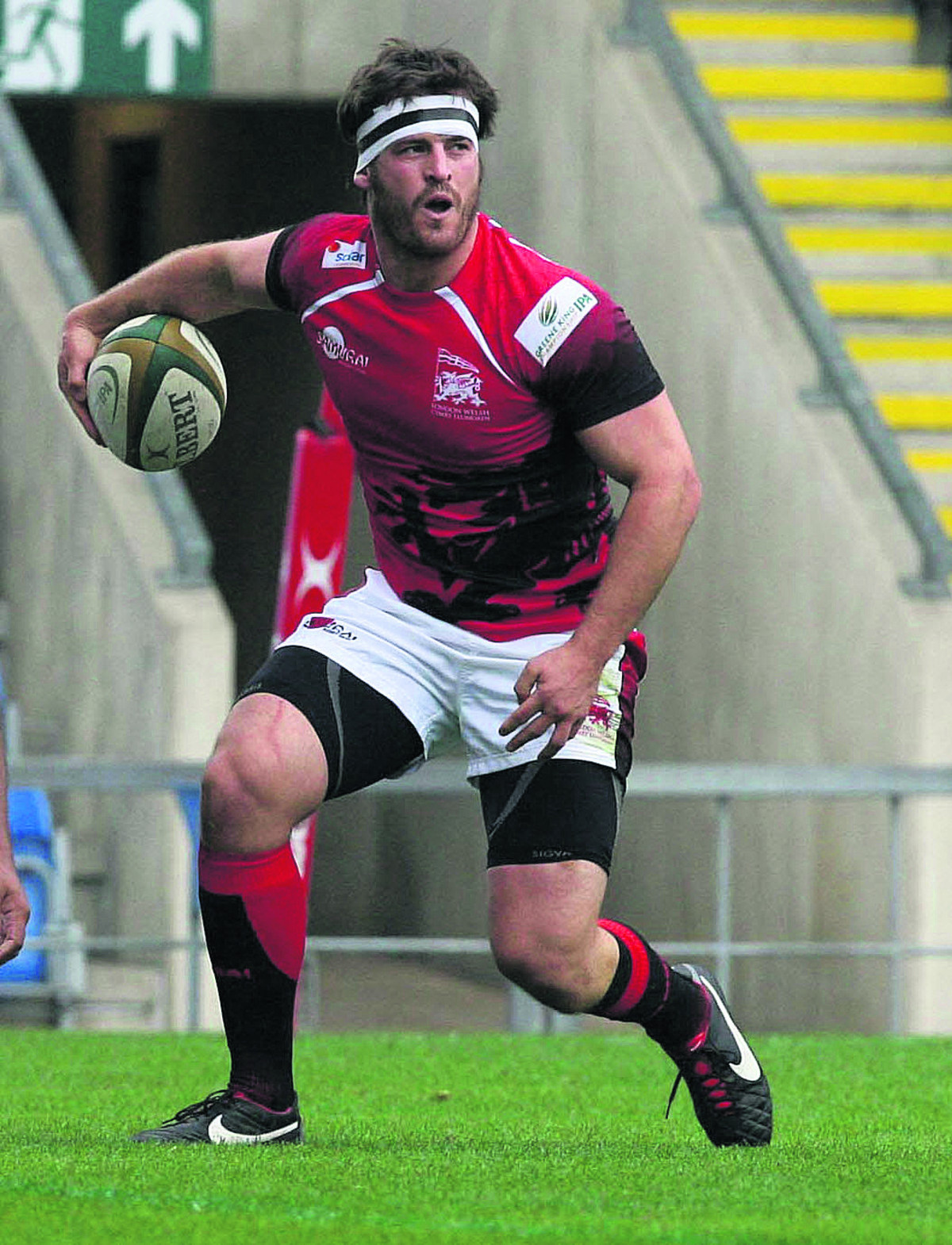 London Welsh flanker Mike Denbee has joined Henley on loan
