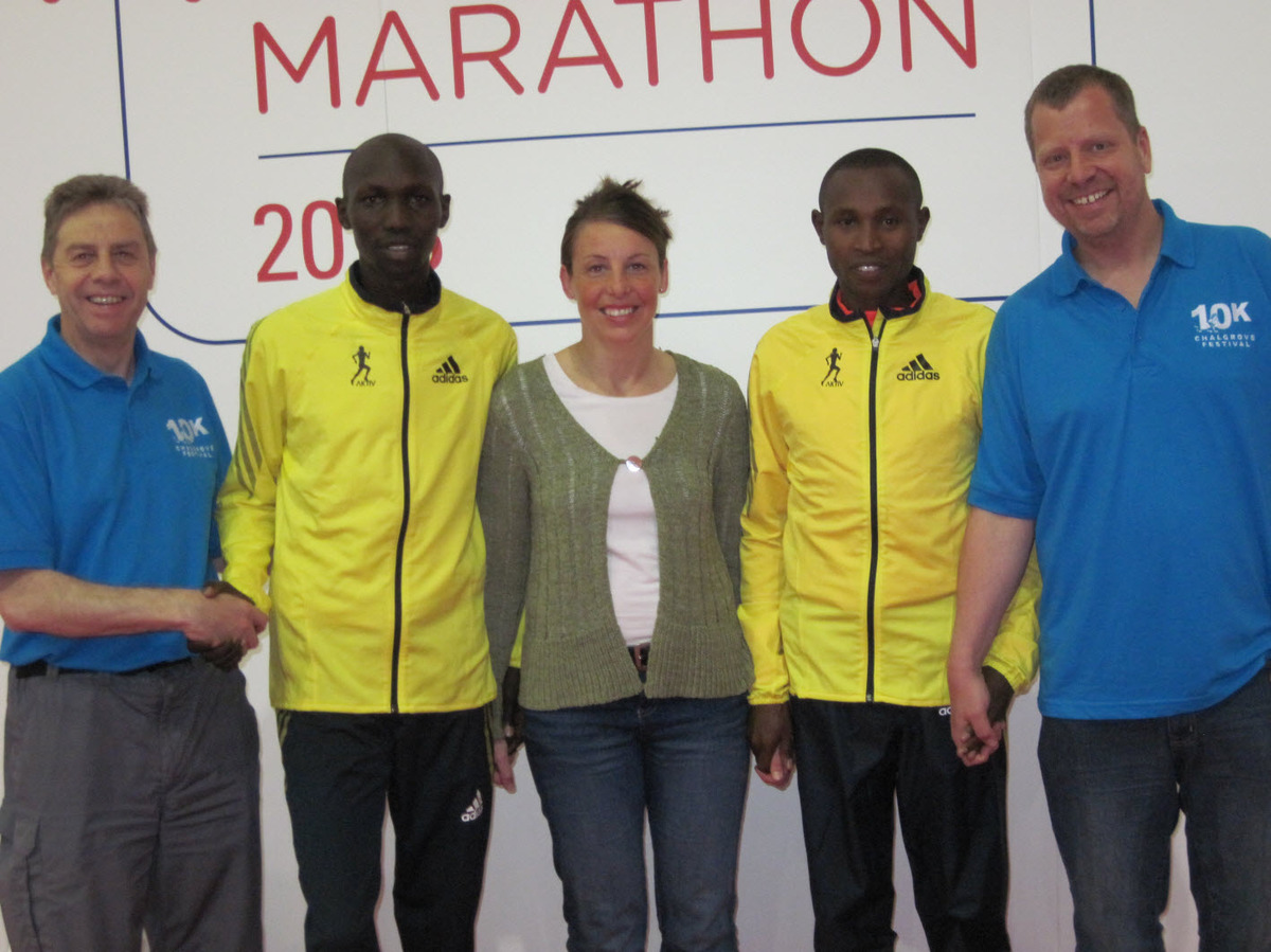 Chalgrove Festival 10K's (from left) David Sawyer, Helen Rees and Dave Crosthwaite with Wilson Kipsang and Geoff Mutai (right)