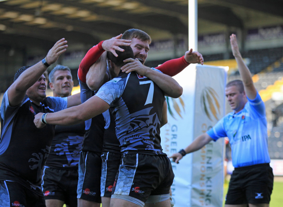 Carl Kirwan (7) is congratulated by his London Welsh teammates after scoring a try in their 46-19 victory at Nottingham in September. Can he repeat that feat today?