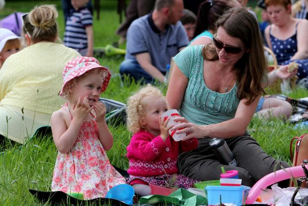Bicester Advertiser: Thousands gather for Big Lunch