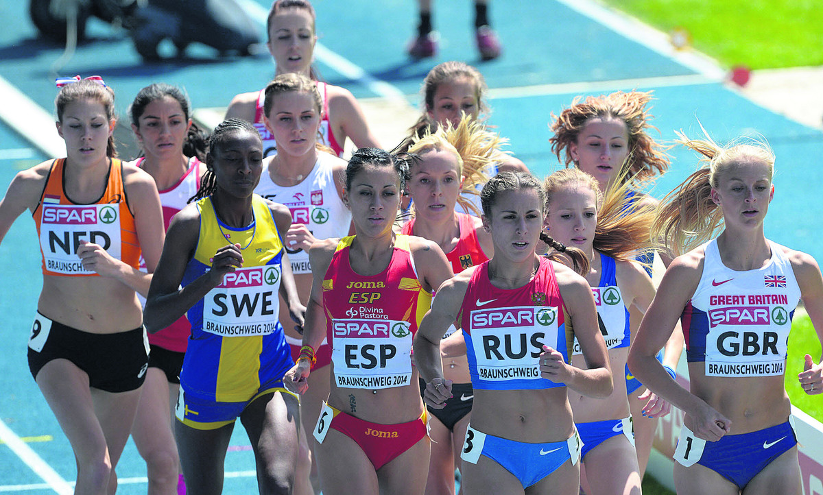 Hannah England (right) heads the women's 1,500m field, but faded to finish fifth