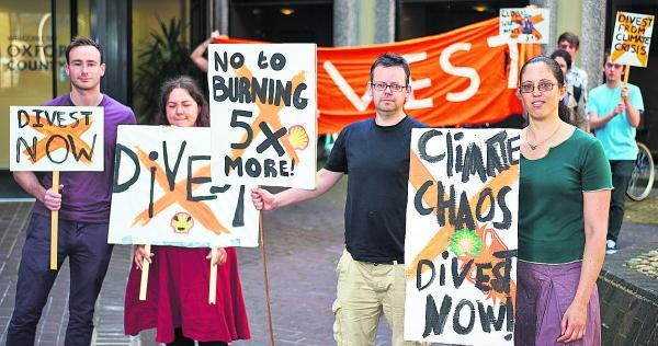 Bicester Advertiser: Fossil fuel protesters outside County Hall