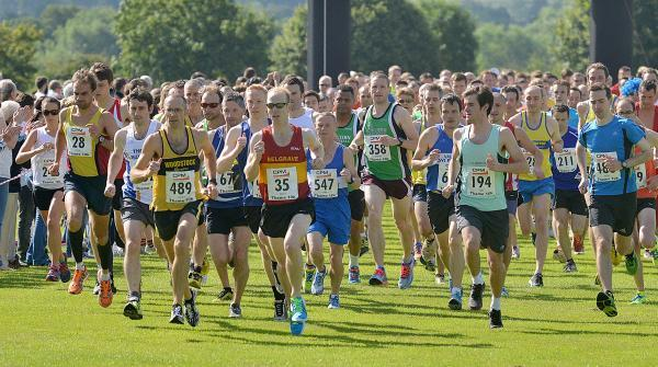 Bicester Advertiser: James Bolton (489), Paul Fernandez (28), Matt Taylor (35) and Joe Bowness (194) are prominent at the start of the CPM Thame 10K
