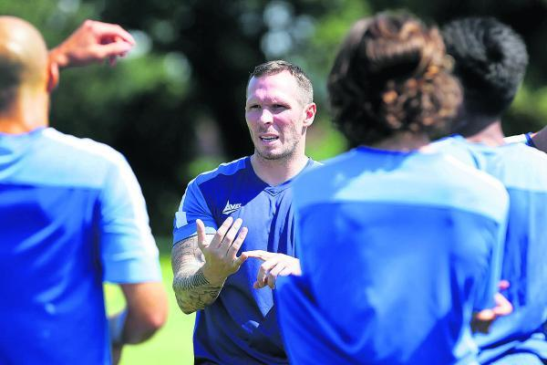 Michael Appleton, seen here talking to Oxford's players, is a forward-thinking appointment