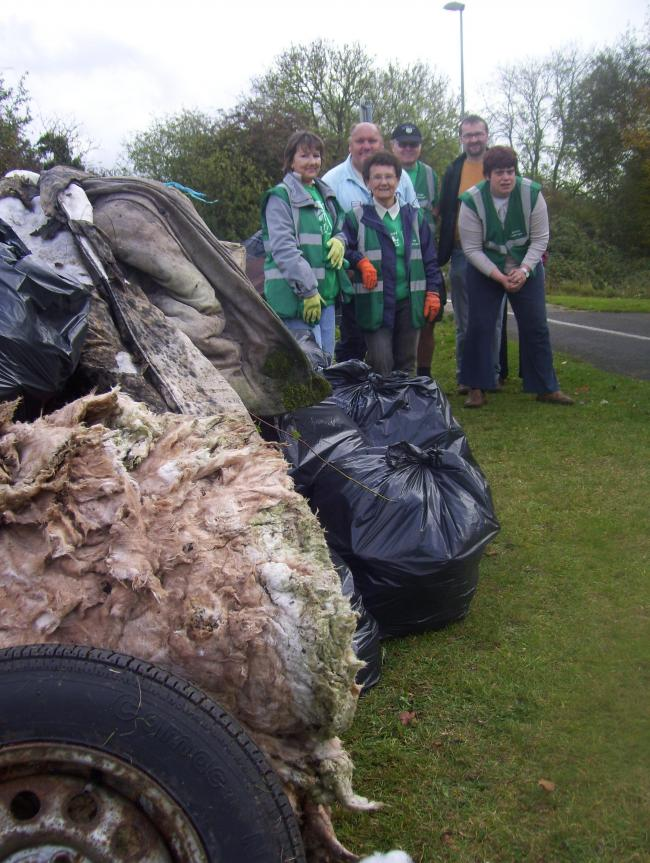 Cleaning up: Bicester Green Gym volunteers at Charbridge Way