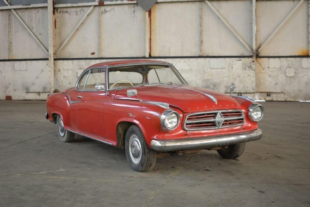 Vintage car auction in Bicester sees hundreds of vehicles change ...