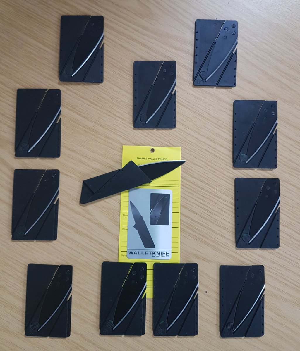 Police confiscate illegally smuggled credit card knives